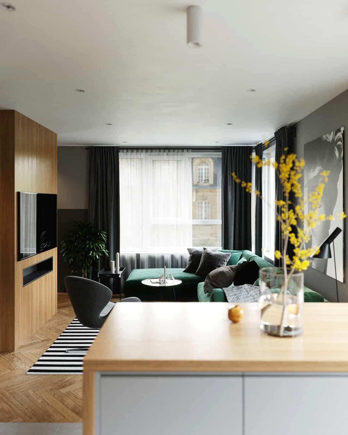 Các yếu tố tự nhiên cũng đóng một vai trò quan trọng. Không gian tương tác tận hưởng sự ấm áp của gỗ tự nhiên và chậu xây xanh được đặt trong phòng khách.