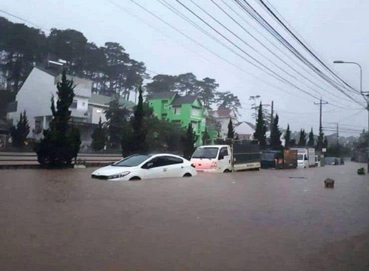 Thành phố chìm trong biển nước.